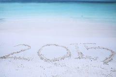 Écriture du numéro 2015 sur le sable Image stock