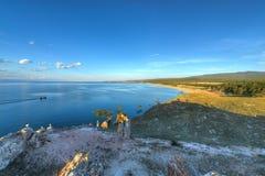 Écriture en pierre par le chaman Rock sur l'île d'Olkhon sur le lac Bai Photographie stock libre de droits