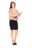 Écriture femelle à la mode sur un presse-papiers Photographie stock libre de droits