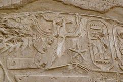 Écriture hiéroglyphique avec la cartouche de rois, Karnak images libres de droits
