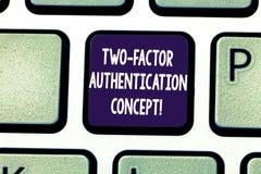 Écrivant à apparence de note le concept à deux facteurs d'authentification Photo d'affaires présentant deux manières de prouver v photos stock