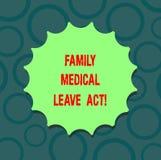 Écrivant à famille d'apparence de note l'acte médical de congé Photo d'affaires présentant le droit du travail de FMLA couvrant d illustration stock