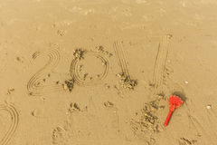 2017 écrivent dans le sable humide Photographie stock