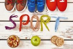 Écrous, chaussures de sport et dentelles Photos stock