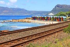 Écrous colorés de plage, Muizenberg, Cape Town, Afrique du Sud Image libre de droits