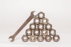 Écrous en métal et d'acier sur le fond blanc Images stock