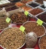 Écrous et épices à vendre photo stock