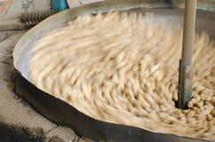 Écrous rôtis par sable images libres de droits