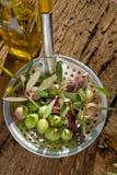 Écumoire avec l'olive Image stock