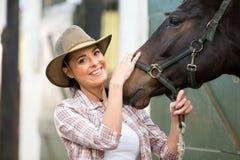 Écurie de cheval de cow-girl Image libre de droits