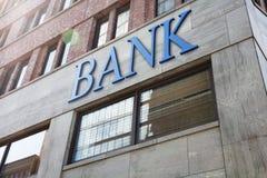 Édifice bancaire moderne dans la ville photo stock