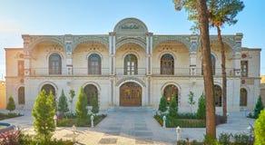 Édifice moderne dans la vieille ville de Yazd photographie stock libre de droits