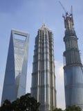 3 édifices hauts à Changhaï, y compris le troisième bâtiment le plus grand au monde Image stock