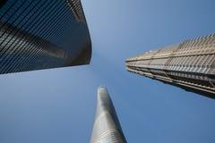 3 édifices hauts à Changhaï, y compris le troisième bâtiment le plus grand au monde Photographie stock libre de droits