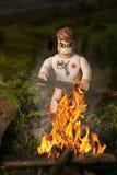 Édition d'un chiffre de lego faisant un feu photos libres de droits
