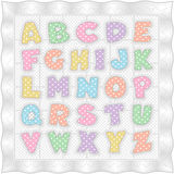 Édredon blanc de chéri avec l'alphabet en pastel de point de polka illustration stock