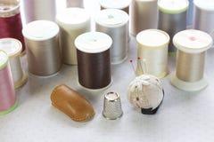 Édredon de patchwork avec le fil et la goupille Photo libre de droits
