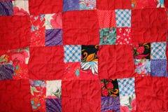 Édredon de patchwork de l'intérieur de maison de campagne Photo libre de droits