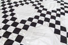 Édredon de rapiéçage Une partie d'édredon de patchwork comme fond handmade Couverture colorée Image libre de droits
