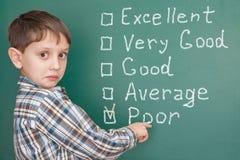 Éducation : étudiant ayant des problèmes à l'école avec bas auto--ratin image libre de droits