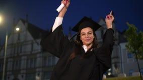Éducation, concept d'obtention du diplôme Danse licenciée de fille clips vidéos
