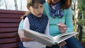 Éducation de soin parental clips vidéos
