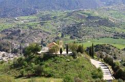 Église à distance en Chypre Photographie stock libre de droits