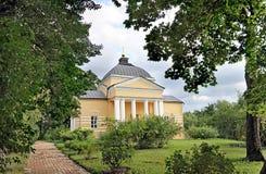 Église à la maison dans le domaine de famille de Lermontov Tarkhany Photographie stock