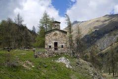 Église antique en montagnes Image stock