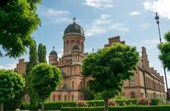Église antique et la résidence de Bukovina métropolitain dans la ville de Chernivtsi, Ukraine photos stock