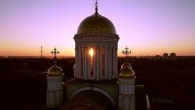 Église au coucher du soleil christianisme banque de vidéos