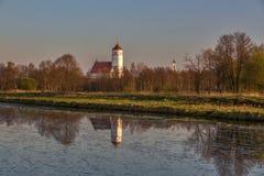 Église au-dessus du fleuve Image libre de droits