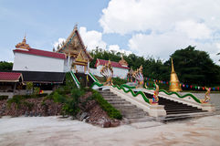 Église au temple de Wat Kaolam Images stock