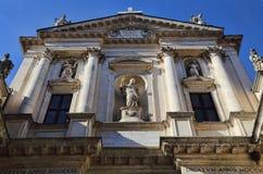 Église avec des statues à Vicence, Italie photo libre de droits