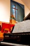 Église avec la croix et le piano Photos libres de droits