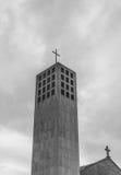 Église avec le ciel nuageux Photo libre de droits