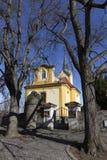 Église baroque de St Wenceslas dans Vsenory sur le ciel bleu, République Tchèque Photos libres de droits