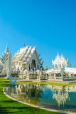 Église blanche célèbre dans Wat Rong Khun Image stock
