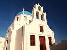 Église bleue de dôme de Santorini Photos stock