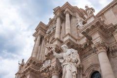 Église catholique antique à Syracuse, Sicile L'exemple rare d'un temple dorique grec a réutilisé image stock
