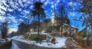 Église catholique blanche, saignée, photographie stock