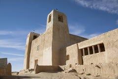 Église catholique d'adobe historique de San Esteban Del Rey Church dans le pueblo d'Acoma ou la ville de ciel, Nouveau Mexique, E image stock