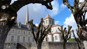 Église catholique dans une ville française provinciale Image stock