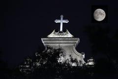 Église catholique de nuit Images libres de droits
