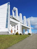 Église catholique moderne blanche, Lithuanie photographie stock