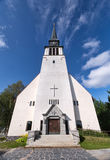 Église catholique provinciale dans le nord de la Scandinavie Photographie stock