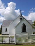 Église : chapelle en bois blanche historique Photo stock