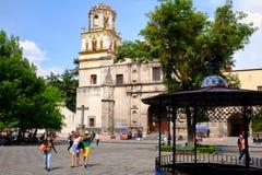 Église coloniale au voisinage historique de Coyoacan à Mexico image stock