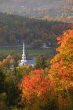 Église communautaire de négligence de Stowe pendant l'automne. Photos stock