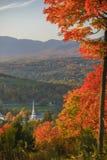 Église communautaire de négligence de Stowe pendant l'automne. Images stock